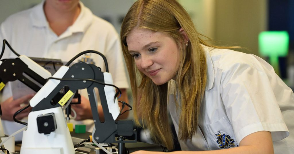 5 STEM Majors That Lead to High Paying Career Options